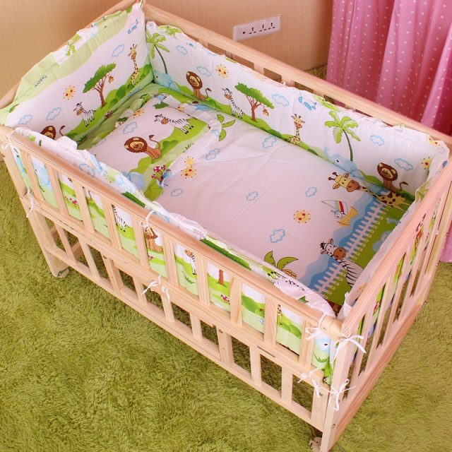 Cute Safe Padded Cotton Baby Bedding Set with Bumper